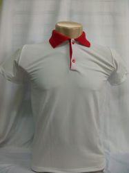 Camisa polo malha piquet branca com gola vermelha 100% poliester