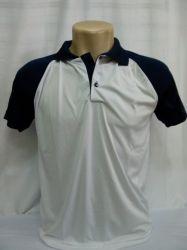 Camisa polo dry fit branca com gola e detalhes na manga azul marinho 100% poliester